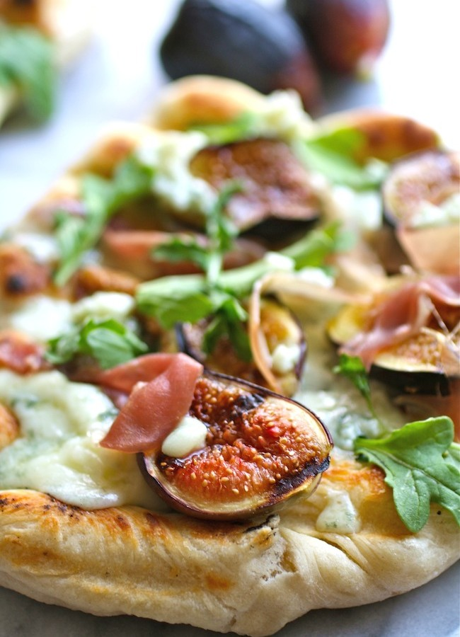 Grilled Pizza with Fig, Prosciutto and Blue Cheese
