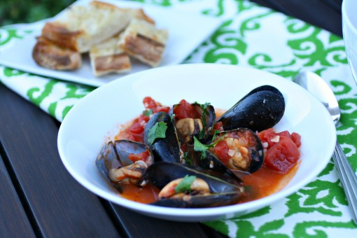 A bowl of Easy Mussels Marinara
