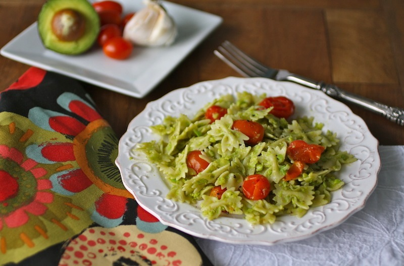 Creamy Avocado Pasta with Roasted Garlic and Tomatoes (Vegan Recipe)