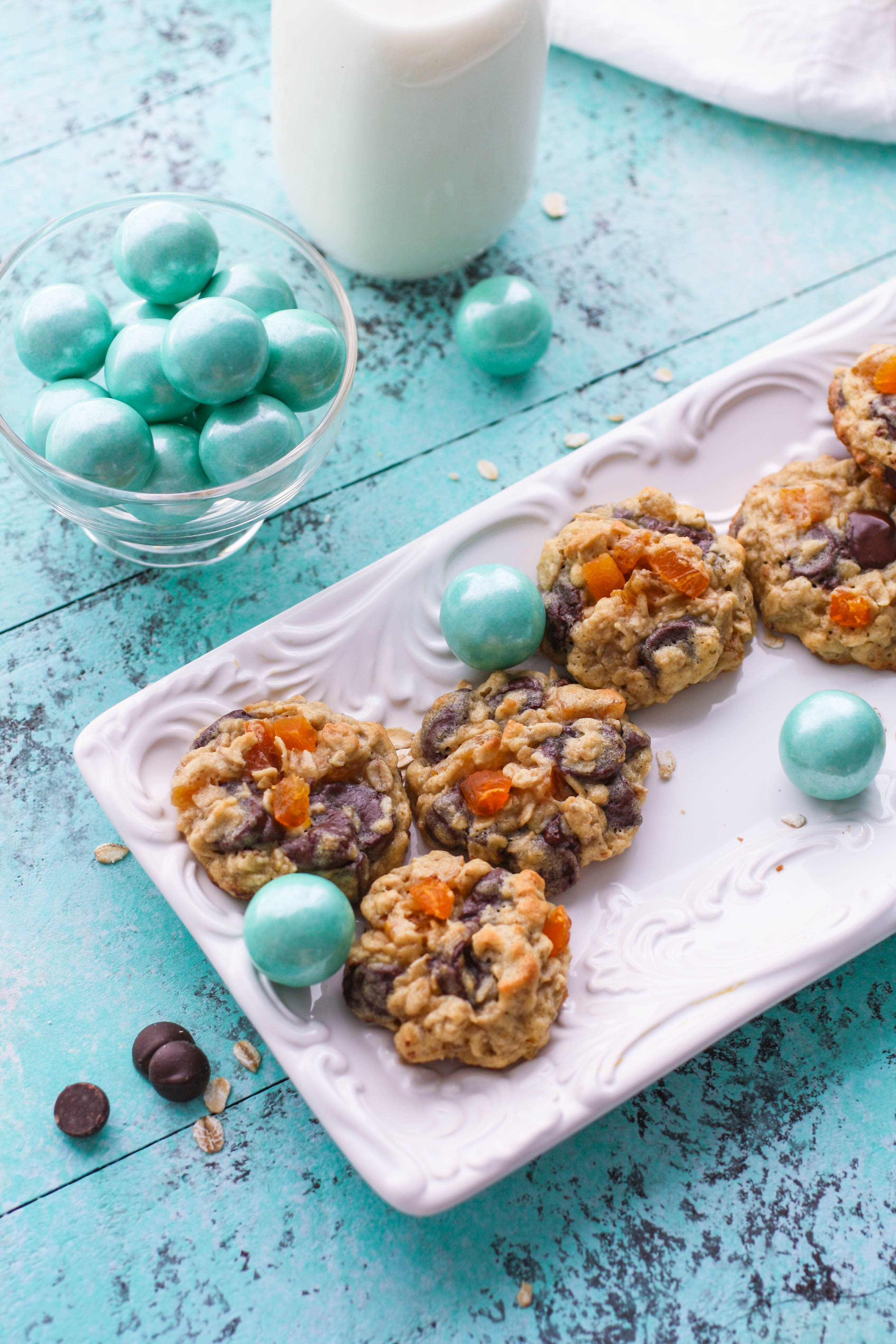 Dark Chocolate Apricot Oatmeal Cookies are a tasty treat filled with goodies! These Dark Chocolate Apricot Oatmeal Cookies are such a fun treat to enjoy!