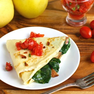 Spinach, Bacon, and Brie Crêpes make a lovely morning meal! These Spinach, Bacon, and Brie Crêpes are so tasty!