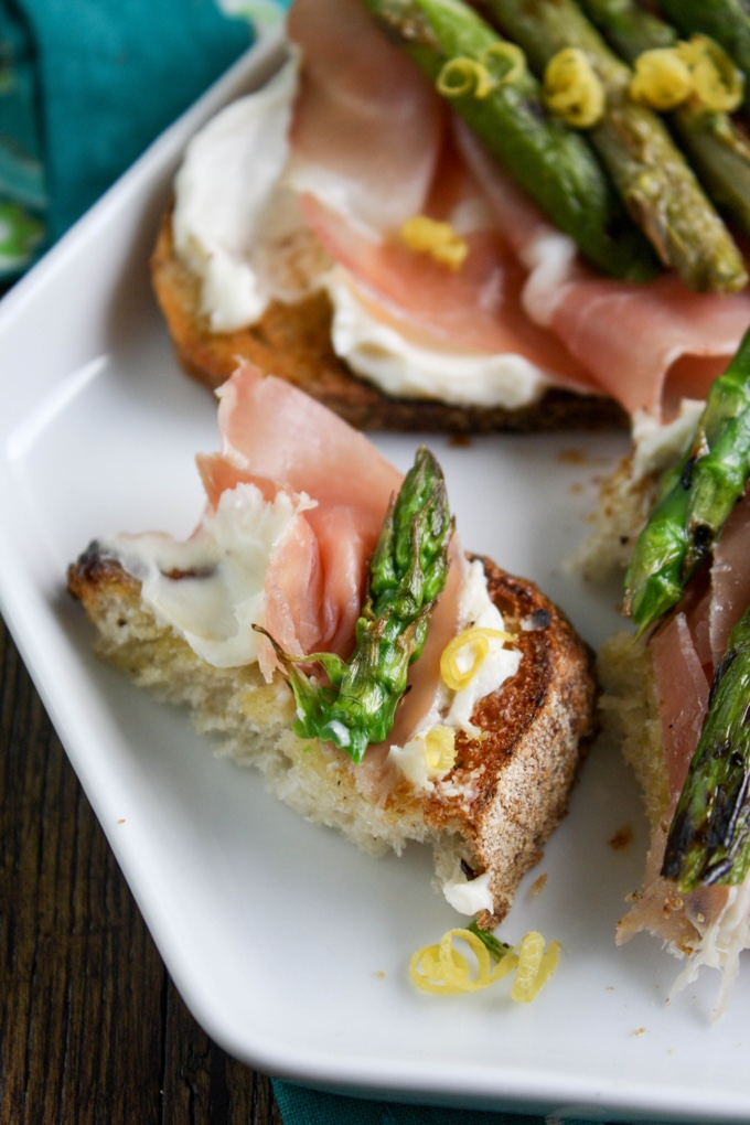 Grilled Asparagus, Prosciutto, and Brie Bruschetta makes a delicous springtime snack. You'll enjoy the flavors!