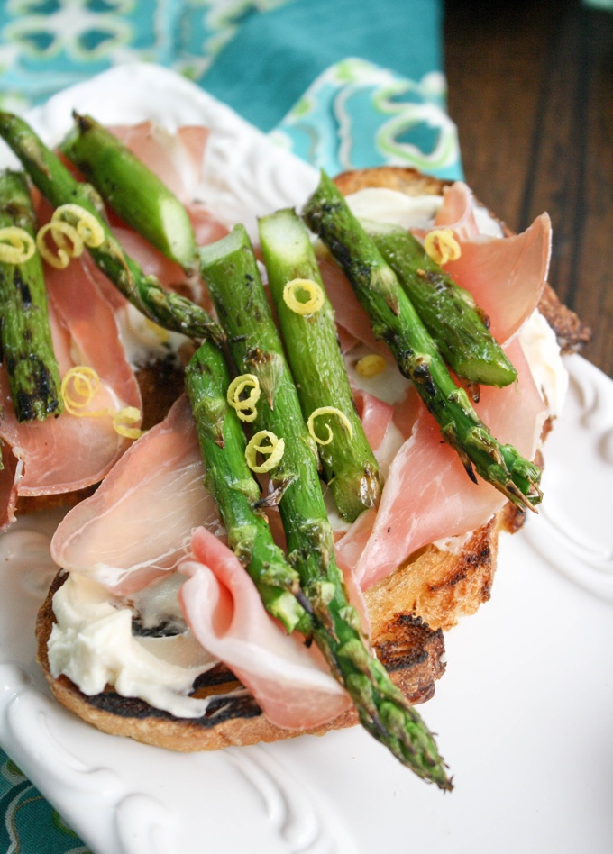 Grilled Asparagus, Prosciutto, and Brie Bruschetta is the perfect springtime starter! You'll love the flavors!