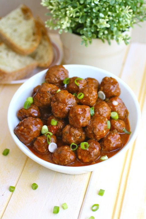 A bowl of Spanish-style Meatballs as an appetizer
