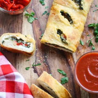 Spinach and Roasted Red Pepper Stromboli is a great way to kick off the weekend! This pizza-like dish is perfect for anytime!