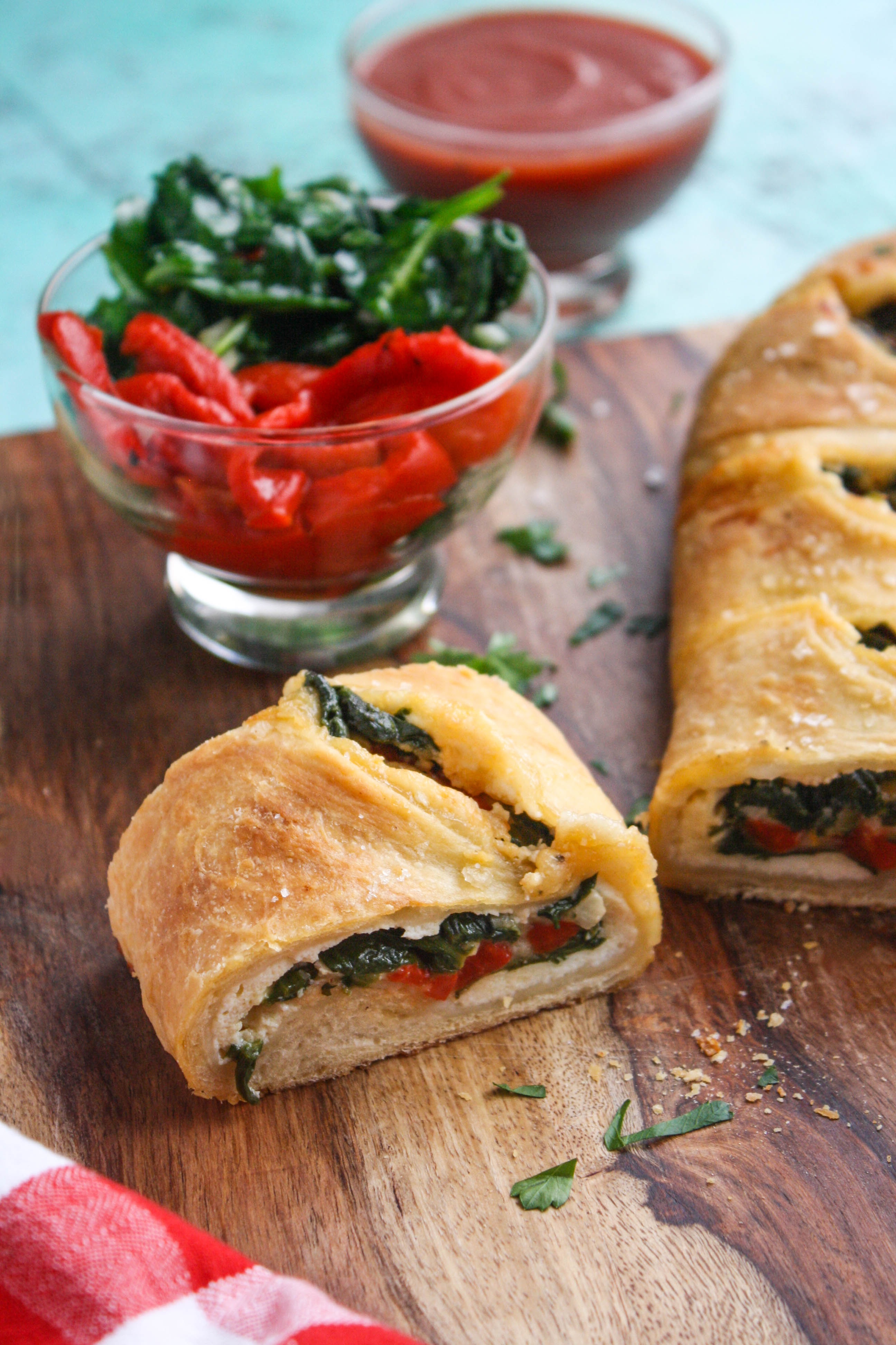 Spinach and Roasted Red Pepper Stromboli is a delightful pizza-like treat. Stromboli is an easy-to-make dish for any night of the week!