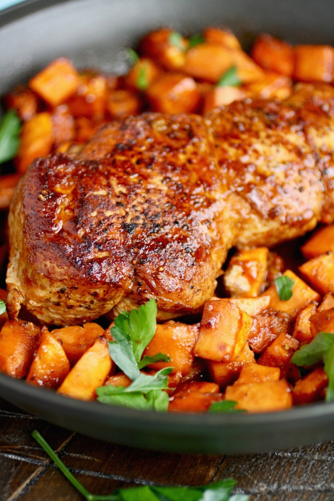 Sriracha-Roasted Pork with Sweet Potatoes is quite an easy and delicious dish to make (just 4 ingredients)!