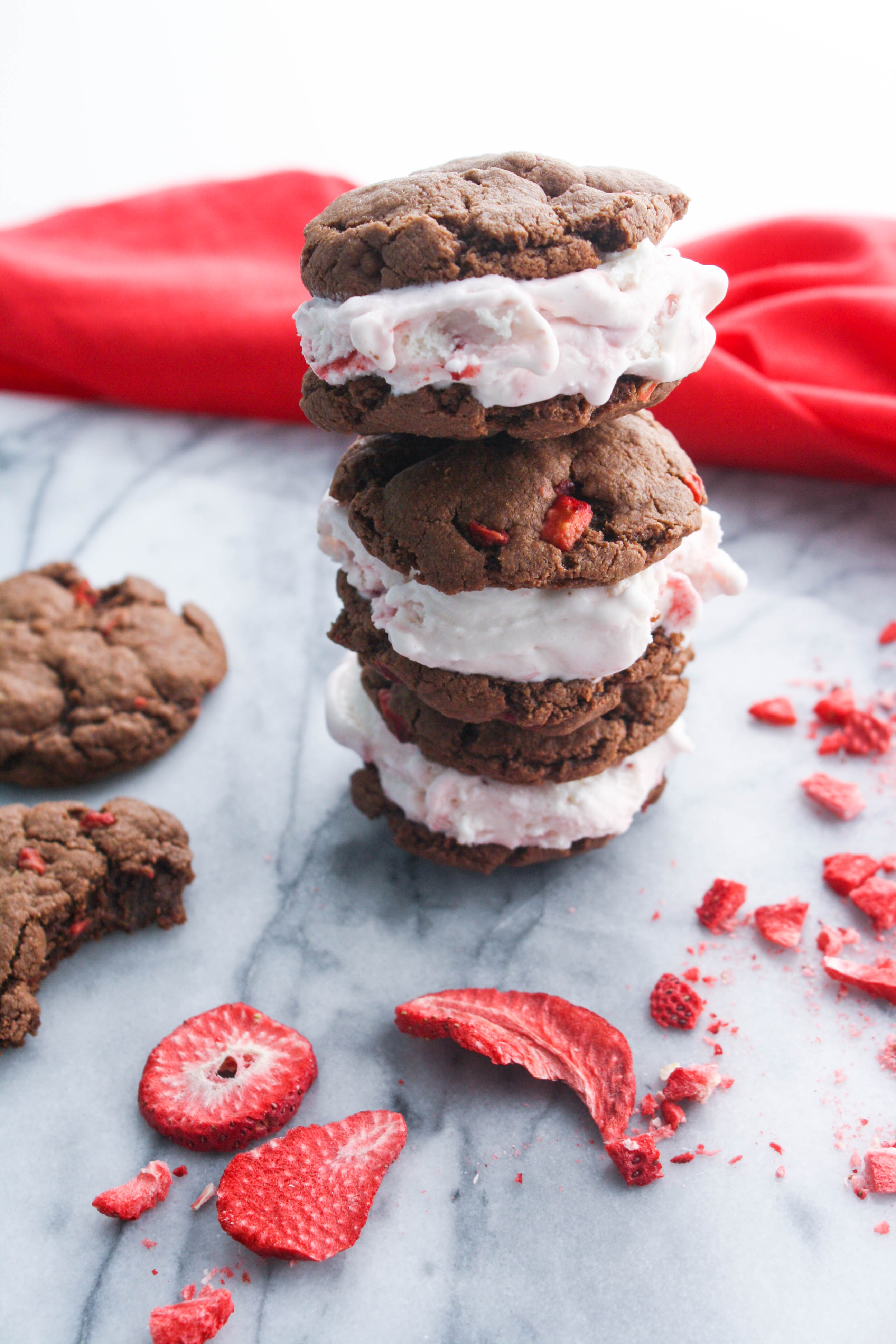 Strawberry-Nutella Cookie Ice Cream Sandwiches make a sweet treat for Valentine's Day! You'll love to serve these strawberry-Nutella cookie ice cream sandwiches to your love for Valentine's Day!