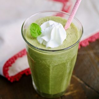 Thin Mint Spinach Smoothies are full of much goodness! What a great treat!