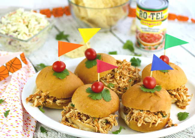 Perfect to feed a crowd! Slow Cooker Southwestern Pulled Chicken Sandwiches