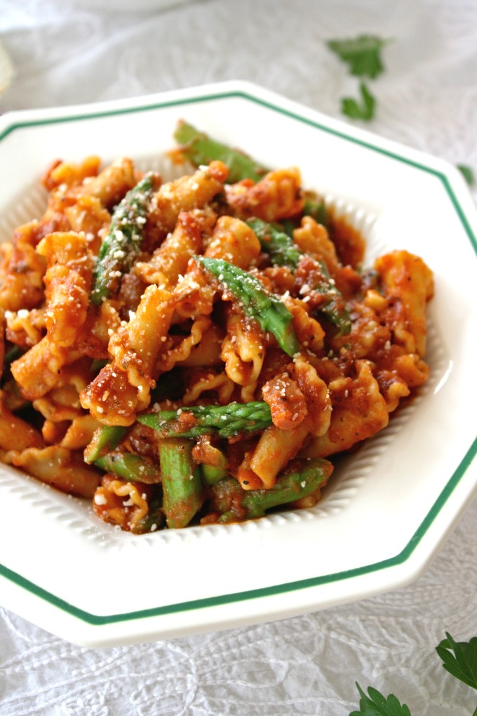 Enjoy a wonderful pasta dish: Pasta with Asparagus and Pancetta!