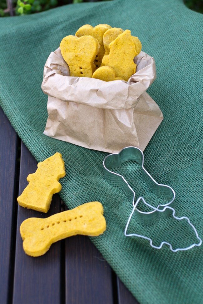 Pumpkin-Peanut Butter Dog Biscuits are a great treat for your dog. They're made with good ingredients you'll find in your kitchen!
