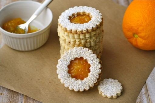 Linzer cookies with homemade orange marmalade