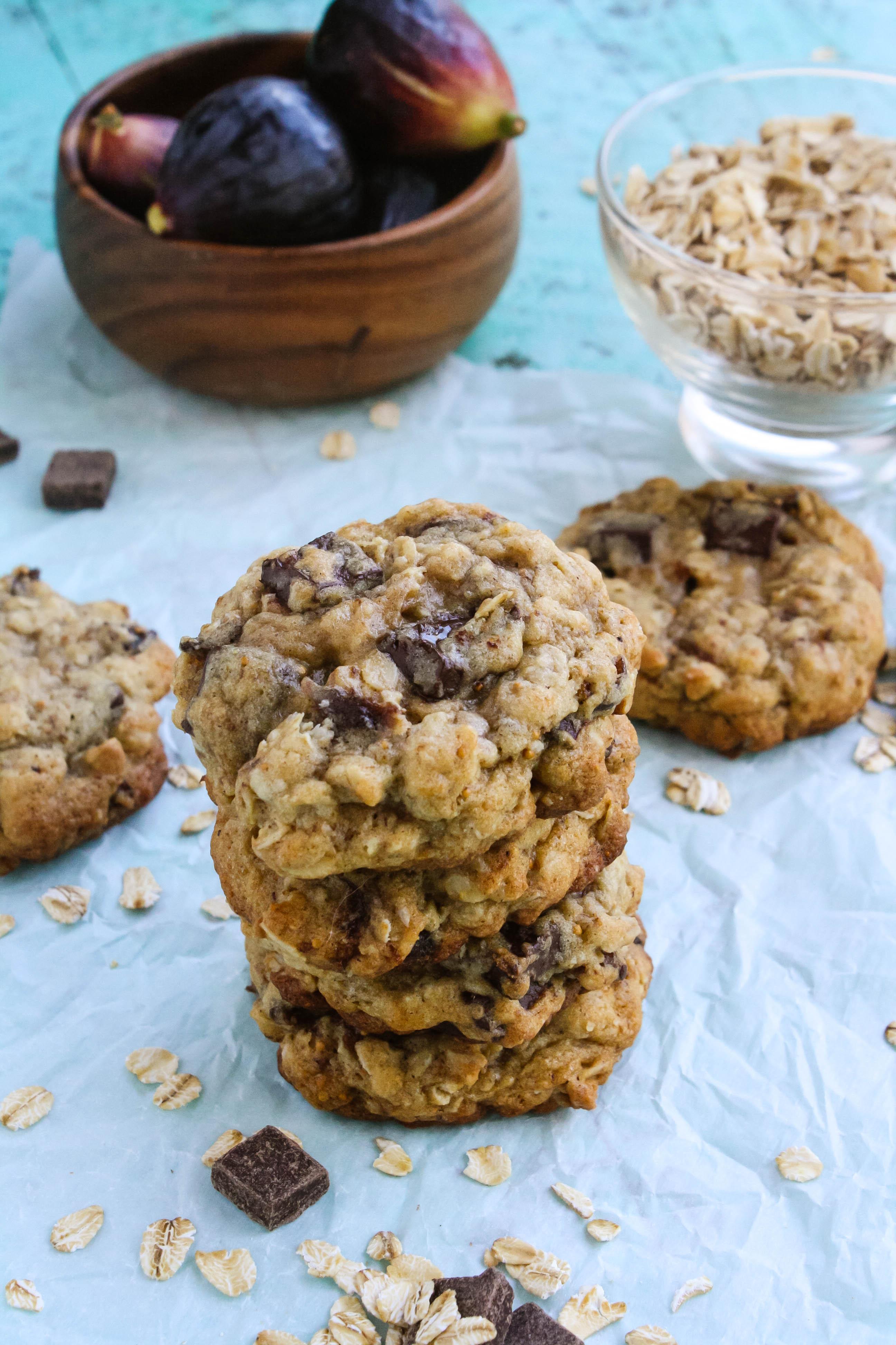Oatmeal fig cookies with dark chocolate chunks are wonderfully flavorful cookies. Oatmeal fig cookies with dark chocolate chunks are thick, rich, and oh so good!