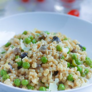 Barley Risotto with Mushrooms and Peas is a hearty meatless dish you'll love. Switch things up with Barley Risotto with Mushrooms and Peas.
