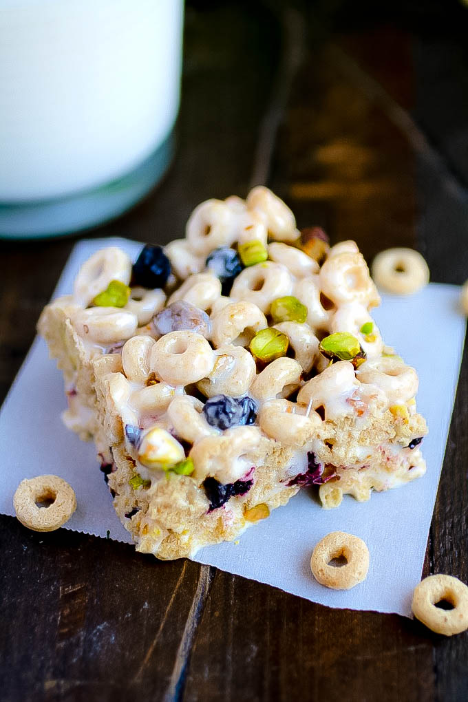 Blueberry-Pistachio Marshmallow Cereal Bars are so fun for a delicious snack. Make a batch of these Blueberry-Pistachio Marshmallow Cereal Bars for a great treat.