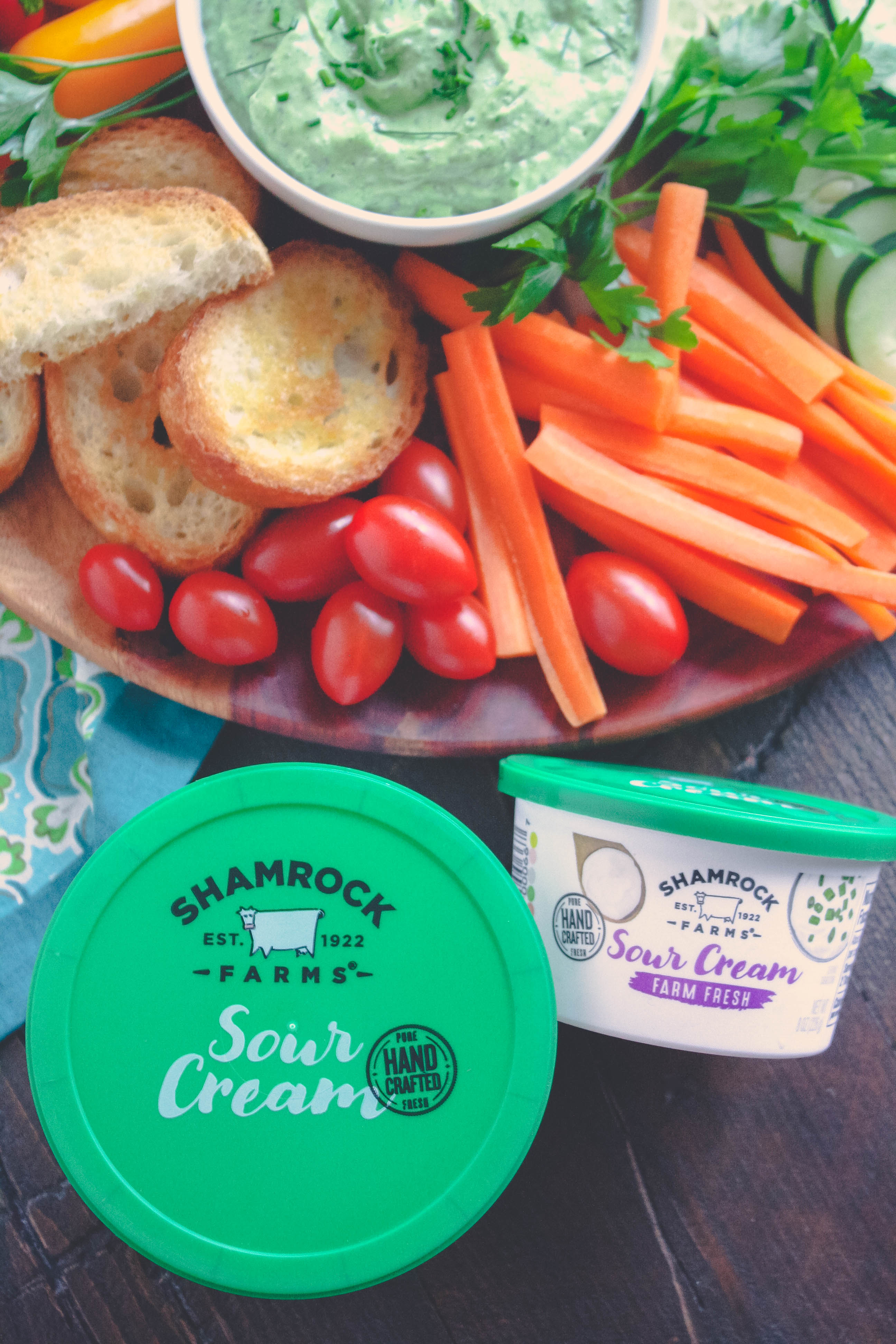 Creamy Green Goddess Dip is super creamy and so tasty! Creamy Green Goddess Dip is easy to make and ideal as an after-school snack.
