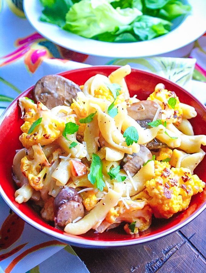 Creamy Pasta with Roasted Cauliflower and Mushrooms