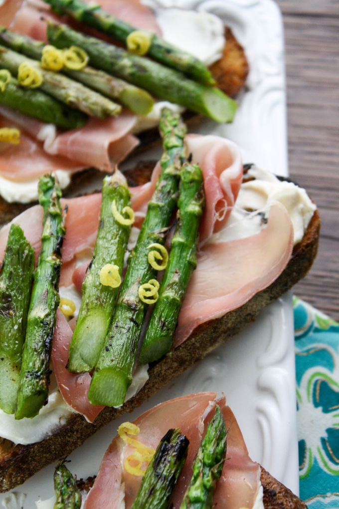 Grilled Asparagus, Prosciutto, and Brie Bruschetta is a tasty snack. Try it at your next gathering!