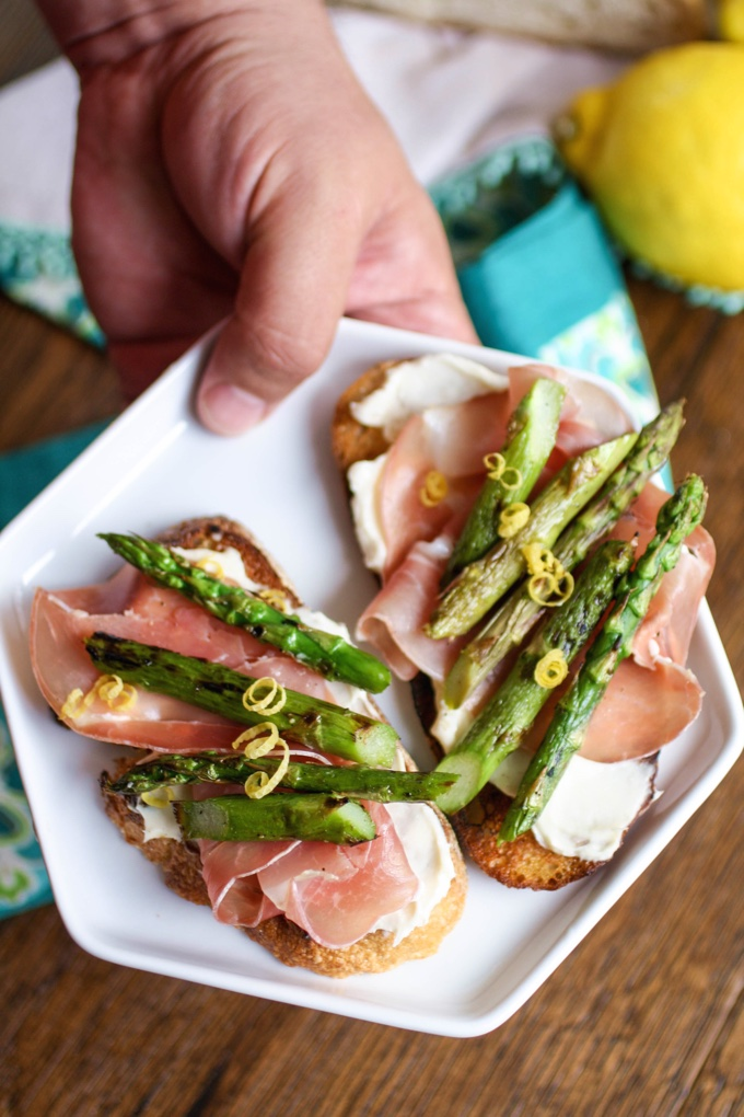 Grilled Asparagus, Prosciutto, and Brie Bruschetta is a wonderful starter! Perfect for spring!