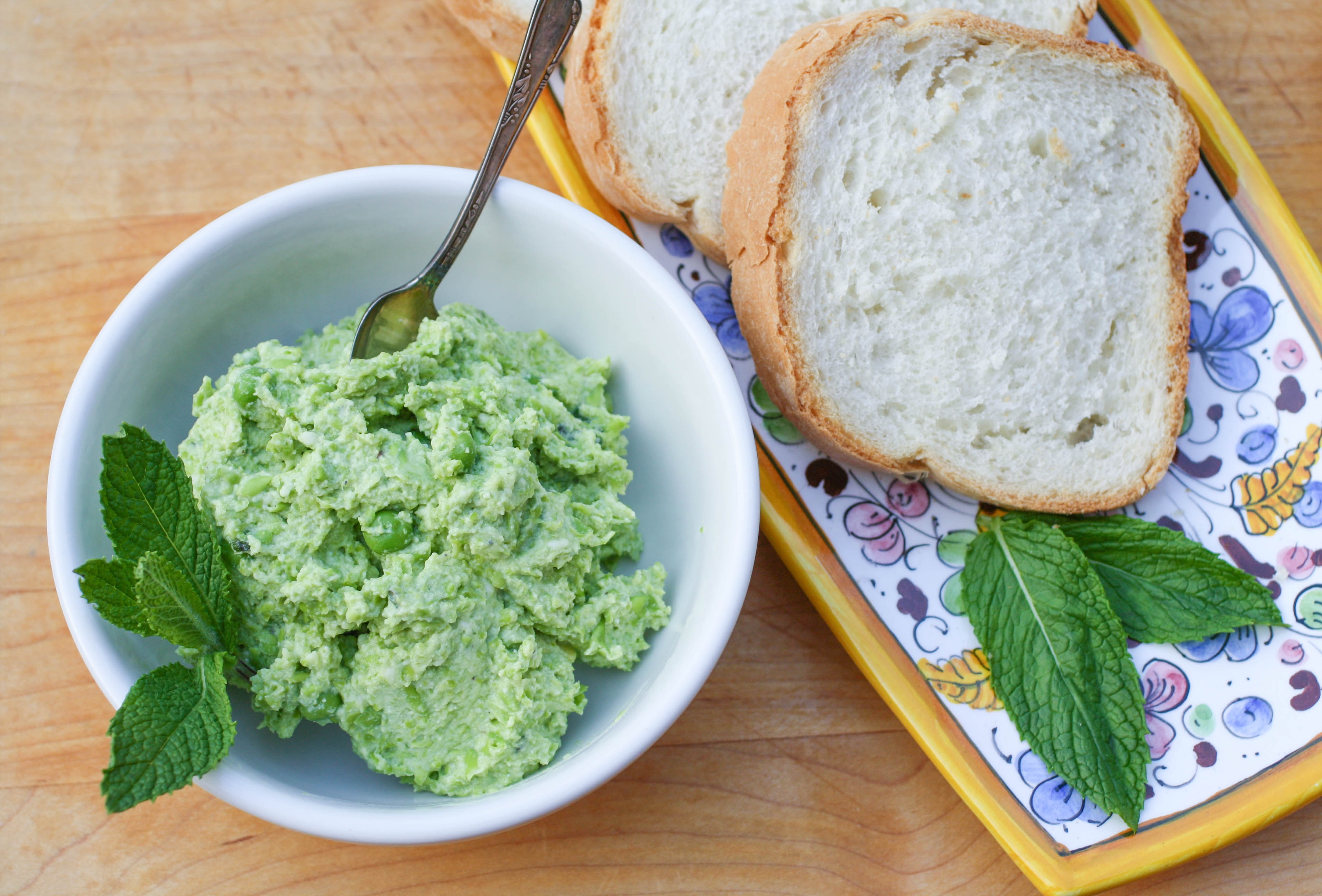 Pea and Ricotta Spread is a springtime favorite dish to share with friends gathered. You'll love the flavor of this Pea and Ricotta Spread.