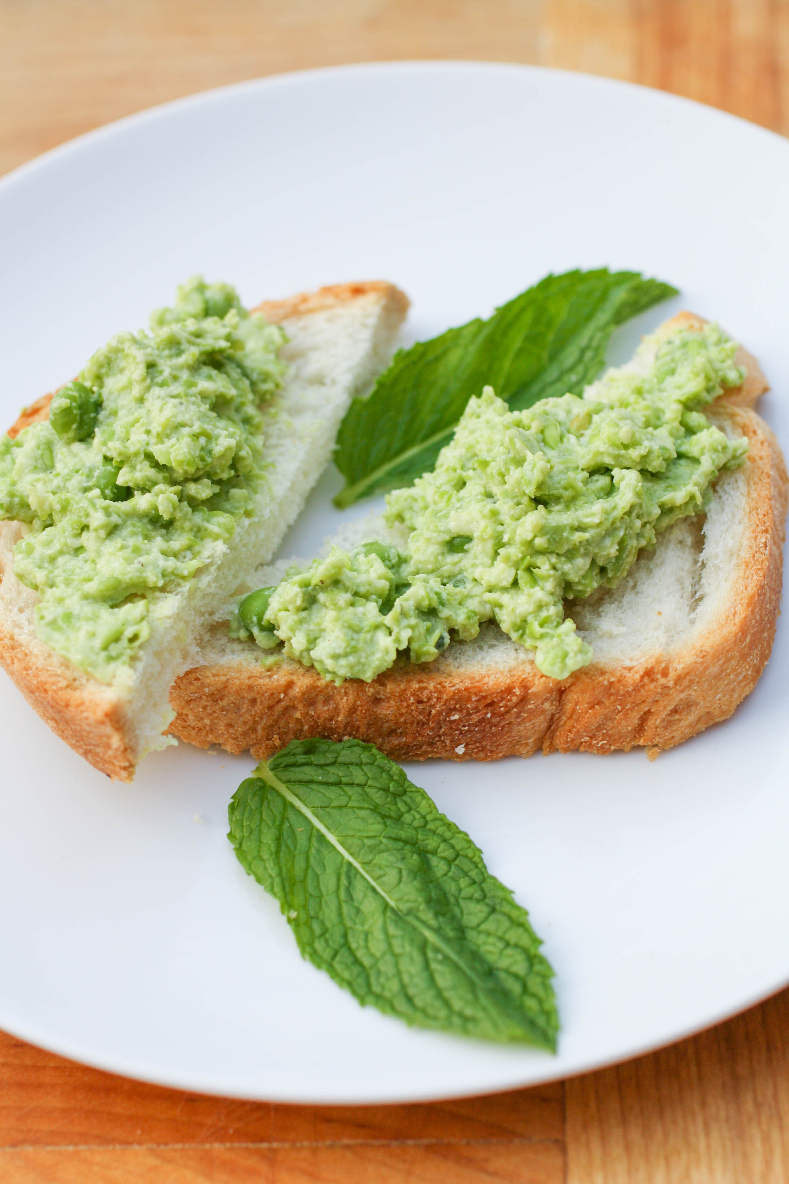 Pea and Ricotta Spread makes the perfect spring appetizer. Pea and Ricotta Spread is a nice appetizer to serve at Easter, or any get together during the season.