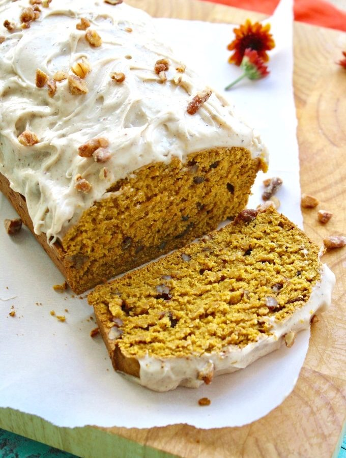 Perfect for fall: Pecan-Pumpkin Bread with Chai Cream Cheese Frosting!
