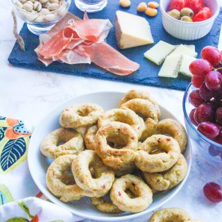Red Pepper Italian Taralli (Breadstick Rings) are a wonderful snack for anytime. Red Pepper Italian Taralli (Breadstick Rings) make a tasty treat for any occasion.