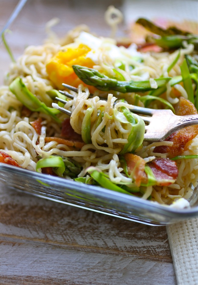 ramen noodles mazemen style with bacon, egg and asparagus