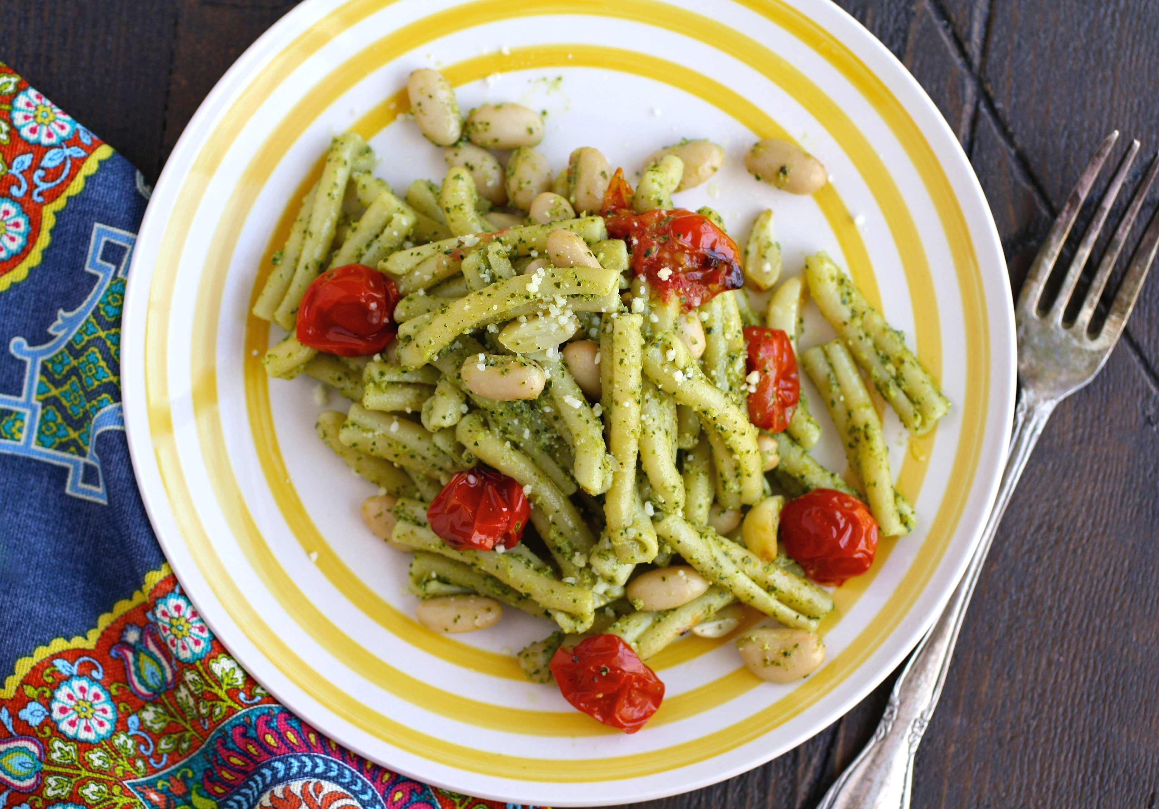 dig in to Kale Pesto Pasta with Roasted Tomatoes and White Beans for a flavorful meal!