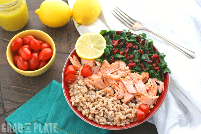 What's perfect for mealtime? Warm Farro, Salmon & Swiss Chard Bowls with Lemon Vinaigrette!